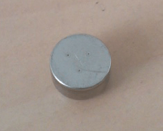 補聴器に使われる電池のプラス極