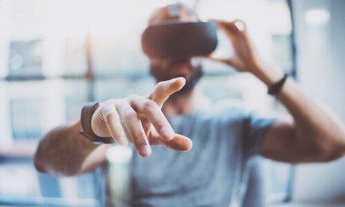 VR(バーチャルリアリティ)の可能性。難聴の世界を体験できるのか