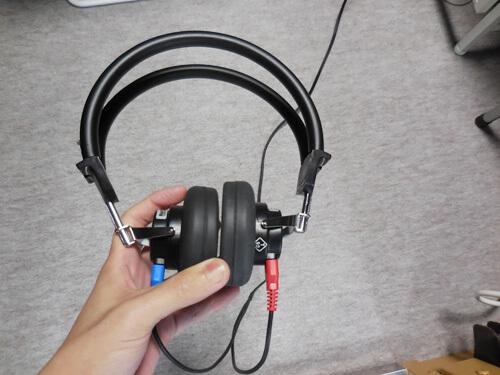 気導測定をする際に使用するヘッドフォン
