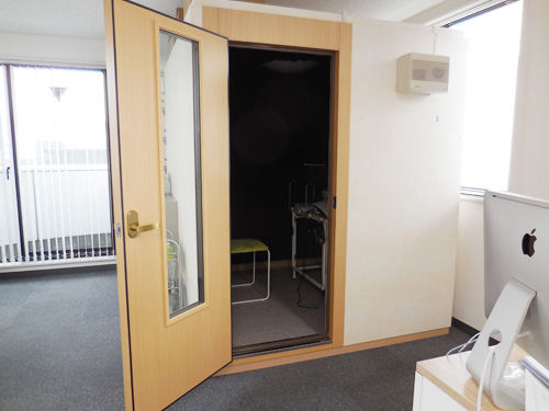 当店の聴力測定室。いろいろな測定を行っている部屋になる。
