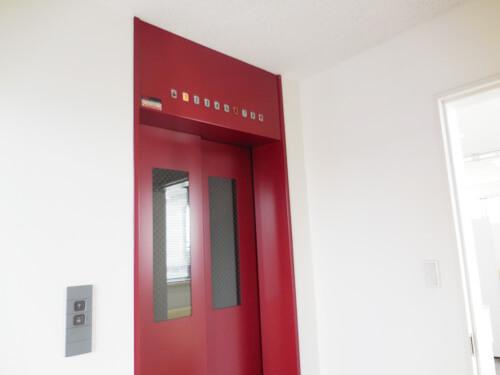 当店の入り口前にあるエレベーター、ここは変更のしようなし