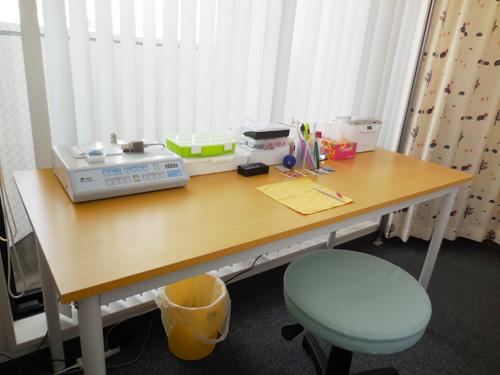 相談スペースのすぐ後ろ(右)には、作業スペースを用意