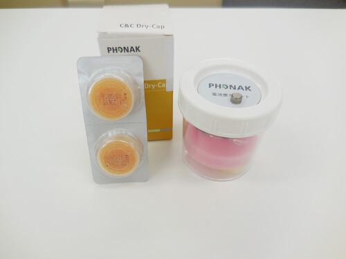 乾燥剤のみのタイプその①、ドライカプセル。こちらは、小さい錠剤をケースに入れて使用する商品です。