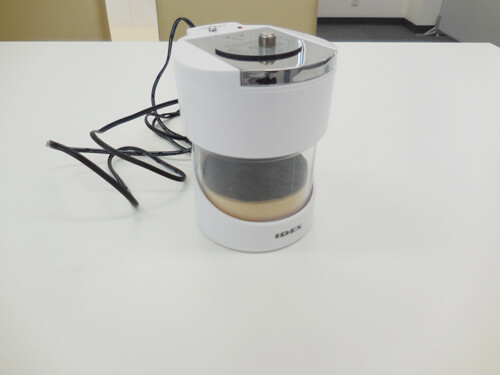 専用の乾燥機器であり錠剤を使うタイプの代表格は、クイックエイド