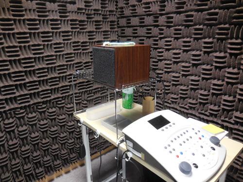 今回の測定は、スピーカーから音を出して調べるもの。