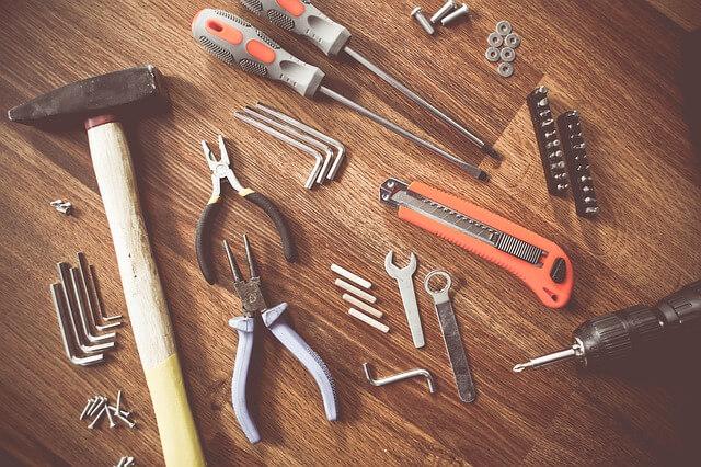 tools-864983_640