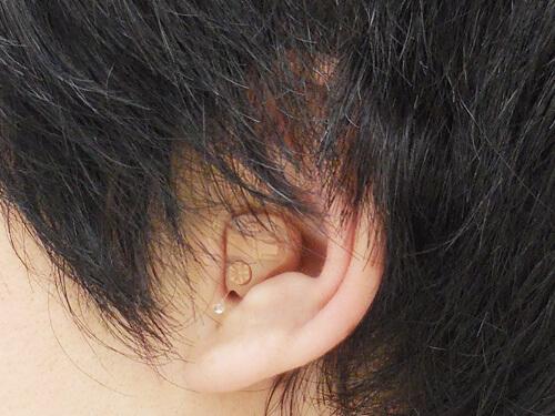 聞こえる耳に耳あな形をつくるとこのように耳が埋まるため、聞こえにくくなりやすい。