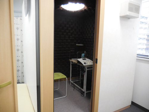 基本的に耳の状態を調べるものは、防音室で行われる。