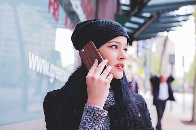 電話の音声を大きくすれば聞こえる耳であれば、概ね補聴器の効果は、見込める。左右を気軽に確かめやすいのもポイントだ。