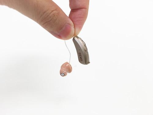 実際の補聴器につけた絵は、この通り。