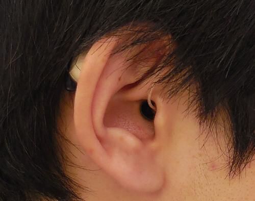 耳の裏にかけて使用するため、メガネやマスクの邪魔になりやすい傾向があります。